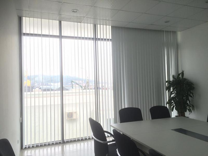 Giá rèm lá dọc văn phòng hiện nay như thế nào