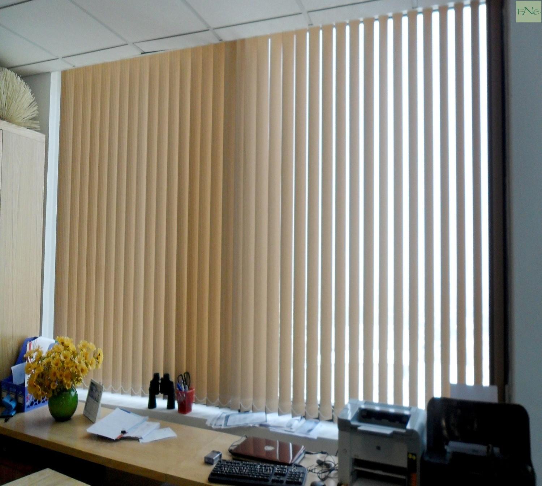 Rèm lá dọc phù hợp với không gian văn phòng 2