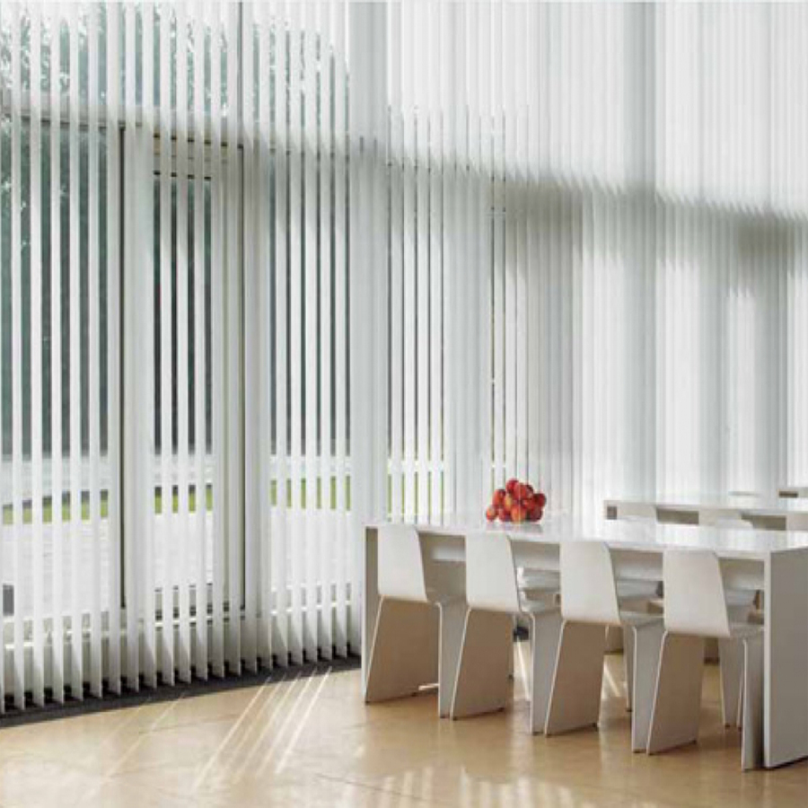 Rèm lá dọc phù hợp với không gian văn phòng 3